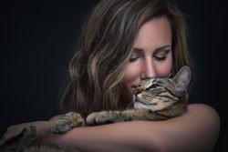 Frau-mit-Katze